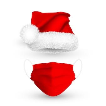 Sombrero rojo de santa claus y mascarilla médica para las vacaciones de navidad.