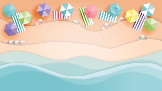 Sombrillas, anillo de natación en la playa y el mar de verano, corte de papel y estilo artesanal.