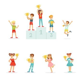 Sonrientes niños y niñas celebrando sus medallas y copas ganadoras
