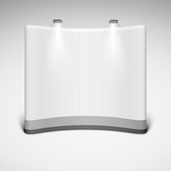 Soporte comercial ancho en blanco de la exposición en un fondo blanco.