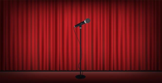 Soporte de micrófono en el escenario con fondo rojo de la cortina