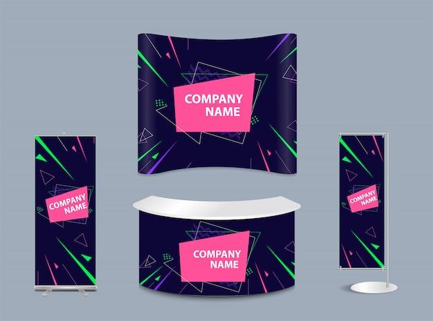 Stand publicitario con elementos promocionales en estilo de identidad corporativa.
