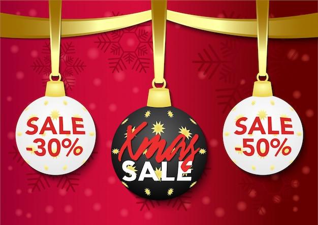 Stock bolas de navidad sobre fondo rojo. etiqueta de oferta especial.