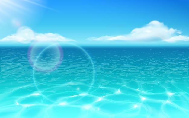 Superficie del agua de mar y sol brillante con nubes océano