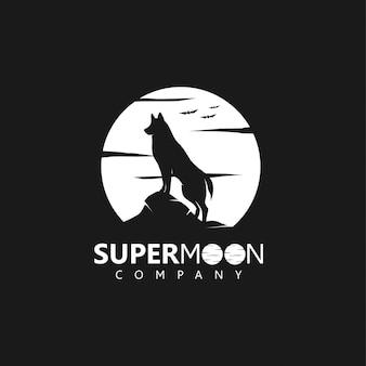 Superluna con silueta de lobo o perro en la medianoche, logotipo de la empresa