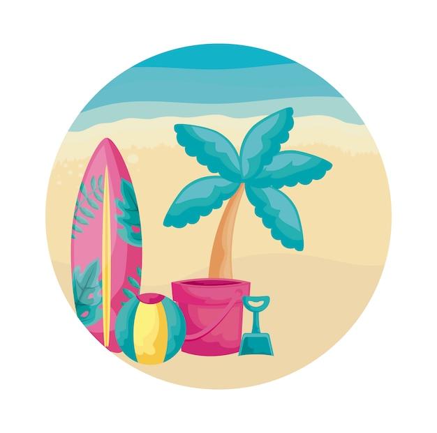 Tabla de surf con palmeras tropicales en la playa