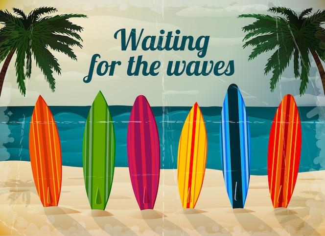 Tablas de surf de vacaciones en la playa del océano