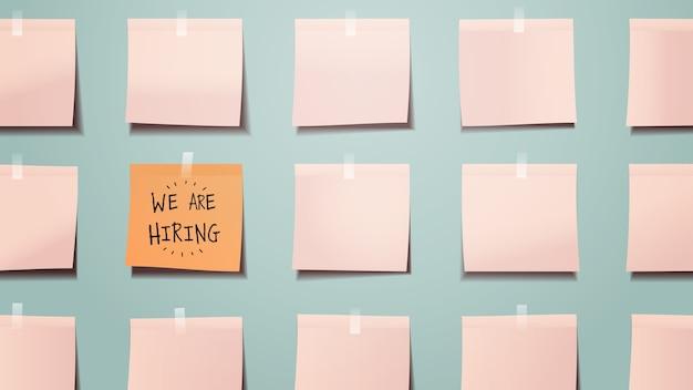 Tablero de calendario de recordatorio que estamos contratando escrito en papel de nota adhesiva vacante reclutamiento abierto concepto de recursos humanos ilustración vectorial horizontal