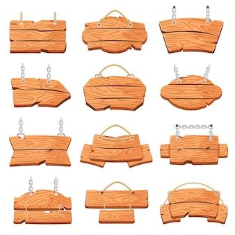 Tablero de madera colgante letreros de dibujos animados cuelgan de una cuerda o cadena conjunto de vectores de banners de mensaje vacío rústico