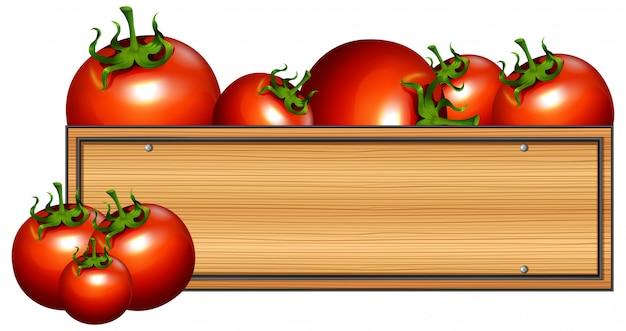Tablero de madera con tomates frescos
