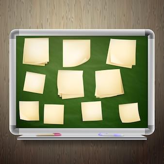 Tablero de mensajes con marco de madera, diferentes papeles, nota adhesiva.