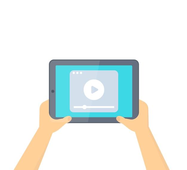 Tableta en manos con reproductor de video aislado en blanco