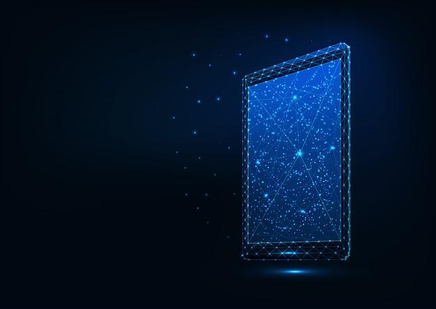 Tableta poligonal baja brillante futurista aislada sobre fondo azul oscuro.