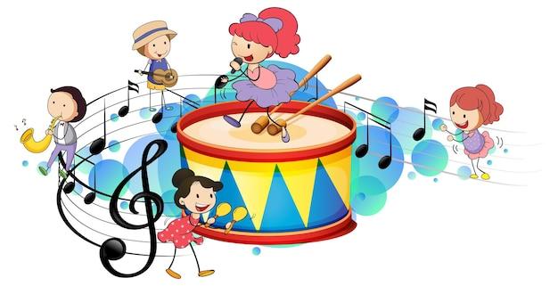 Tambor con muchos niños felices y símbolos de melodía en mancha azul