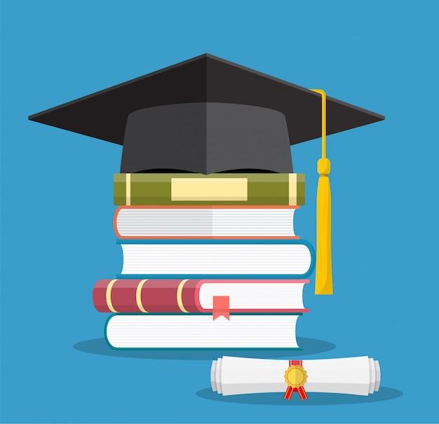 Tapa de graduación en libros apilados,