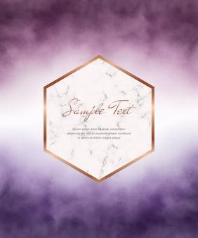 Tarjeta de acuarela de trazo de pincel púrpura con marco de mármol geométrico.