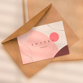 Tarjeta de agradecimiento con sobre