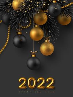 Tarjeta de año nuevo 2022 con números metálicos dorados 3d realistas, bolas brillantes, ramas de abeto y cuentas doradas con oropel