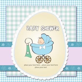 Tarjeta de anuncio de bebé con bebé y cochecito