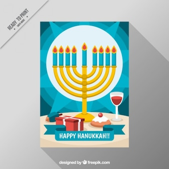 Tarjeta azul de hanukkah con candelabro y copa de vino