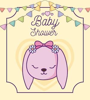 Tarjeta de baby shower con cabeza de lindo conejo