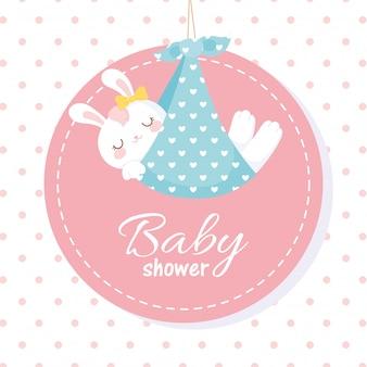 Tarjeta de baby shower, conejito blanco en manta, etiqueta de celebración de bienvenida recién nacida
