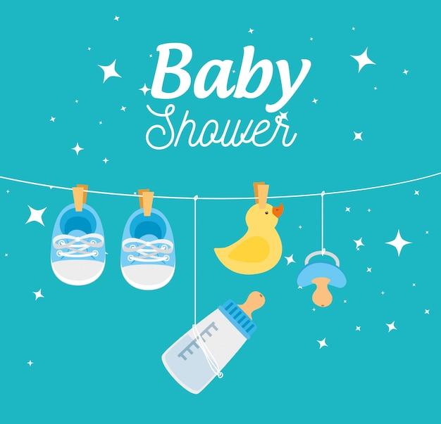 Tarjeta de baby shower con decoración colgante