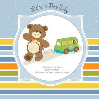 Tarjeta de baby shower con lindo oso de peluche y juguete de autobús