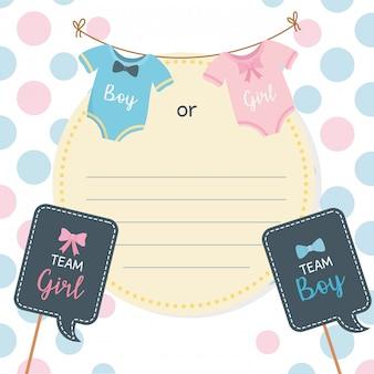 Tarjeta de baby shower con ropa colgada.