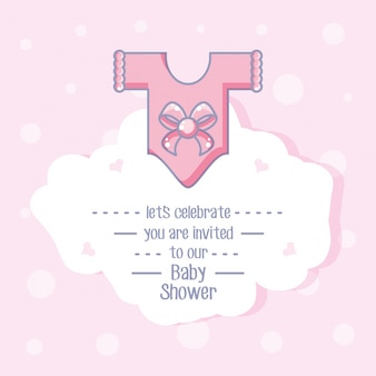 Tarjeta de baby shower con ropa para niña