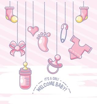 Tarjeta de bienvenida de baby shower con objetos para niña colgando