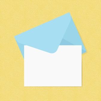 Tarjeta blanca en blanco con maqueta de sobre azul