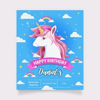 Tarjeta de cumpleaños con un unicornio blanco y brillo dorado.