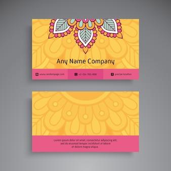 Tarjeta de visita. elementos decorativos vintage. tarjetas de visita florales ornamentales o invitación con mandala