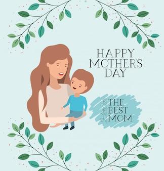 Tarjeta del día de la madre con mamá levantando hijo.