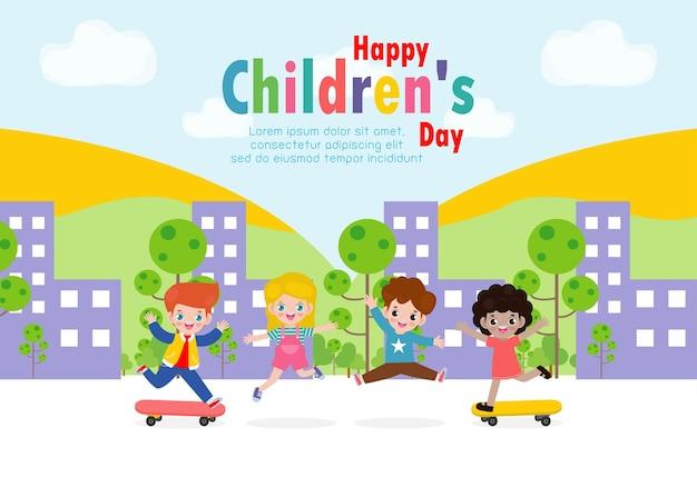 Tarjeta del día de los niños felices con niños felices saltando y jugando patineta en la ciudad