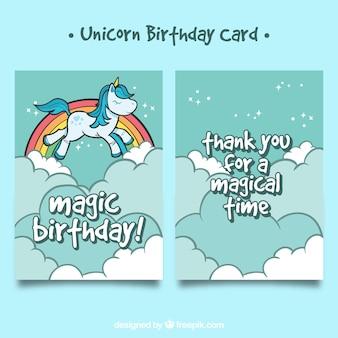 Tarjeta dibujada a mano con unicornio volando