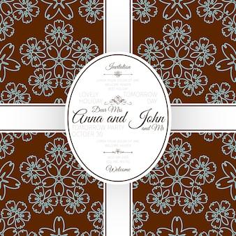 Tarjeta con estampado japonés floral marrón.