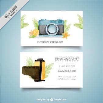 Tarjeta de estudio de foto con cámara de acuarela y carrete