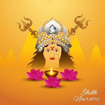 Tarjeta de felicitación de celebración del festival indio shubh navratri con ilustración de diosa durga y flor de loto
