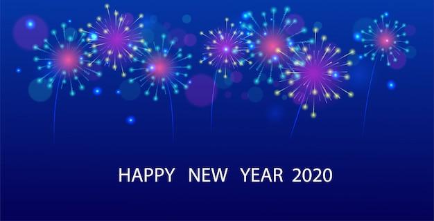 Tarjeta de felicitación de coloridos fuegos artificiales en el cielo nocturno 2020