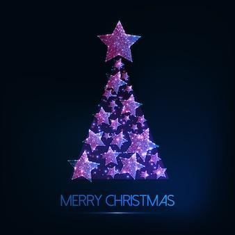 Tarjeta de felicitación de feliz navidad con árbol de navidad glowi low poly de estrellas brillantes.