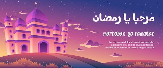 Tarjeta de felicitación marhaban ya ramadán con una mezquita magnífica al atardecer
