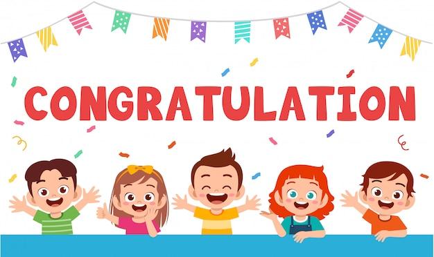 Tarjeta de felicitación de niños felices lindos celebrar cumpleaños