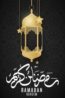Tarjeta de felicitación de ramadán kareem. linternas doradas y estrellas colgantes sobre un fondo oscuro con adornos islámicos.