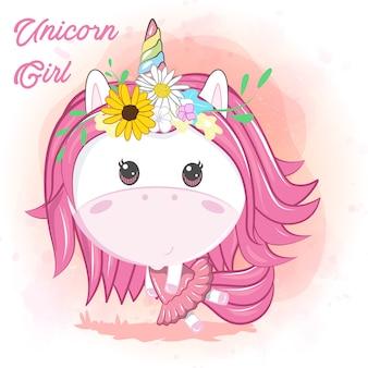 Tarjeta de felicitación unicornio de dibujos animados lindo con flores - vector