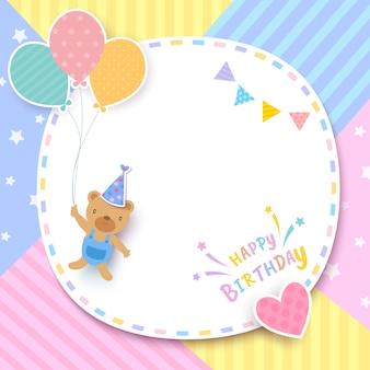 Tarjeta de feliz cumpleaños con oso sosteniendo globos y marco sobre fondo pastel