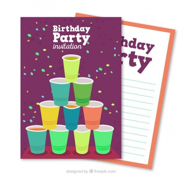 Tarjeta de fiesta de cumpleaños con vasos de plástico