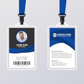 Tarjeta de identificación abstracta con plantilla azul y negra