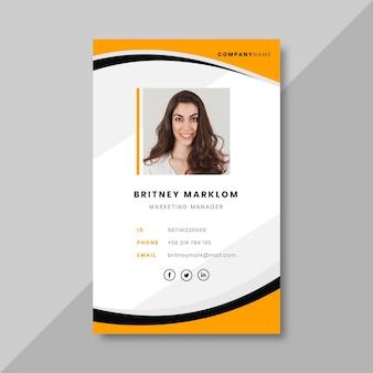 Tarjeta de identificación comercial con elementos minimalistas.
